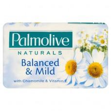 Palmolive Naturals Balanced & mild tuhé mýdlo s výtažkem z heřmánku a vitaminem E